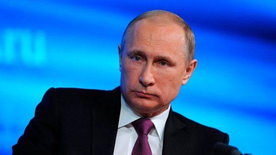 Путин поручил определить единого оператора по цифровизации школ и избиркомов