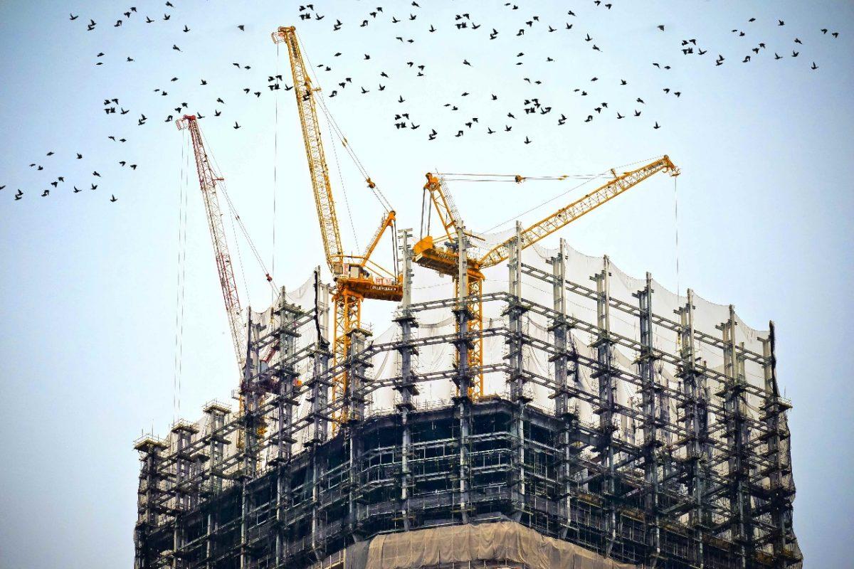 Свердловские строители попросили Минфин обобязательном авансе вгосзакупках