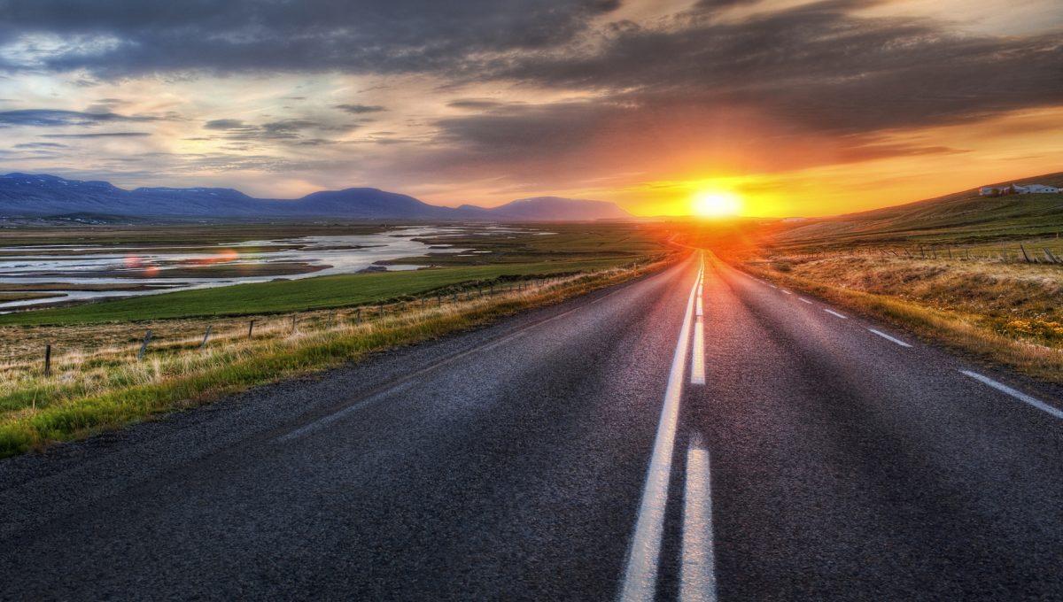 Роскомнадзор: мобильная связь доступна на100% вдоль 16 федеральных трасс