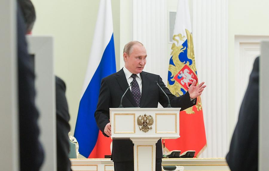 Владимир Путин отметил позитивные тенденции вэкономике России