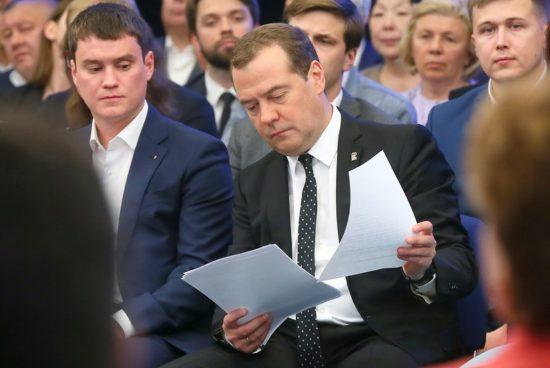 Медведев поручил чиновникам содействовать проекту автомагистрали