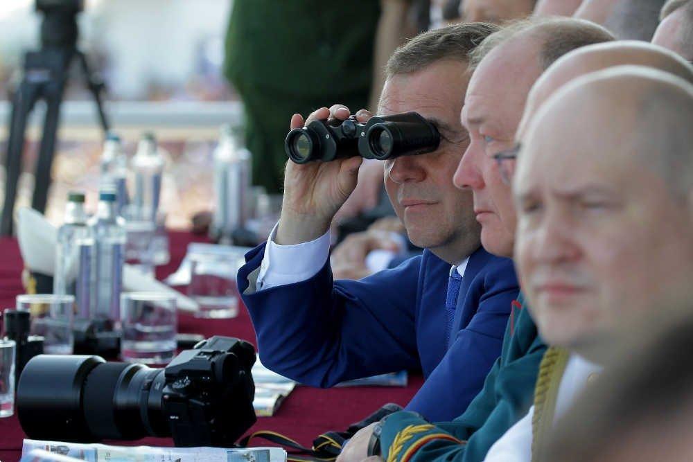 Медведев призвал кабмин ирегионы кслаженной работе наднацпроектами