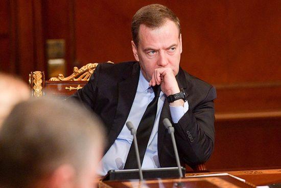 Медведев заявил о «доставших» его манипуляциях с госзакупками