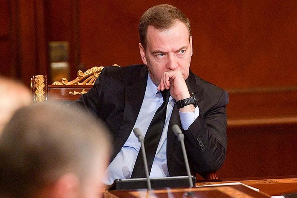 Медведев заявил о«доставших» его манипуляциях сгосзакупками