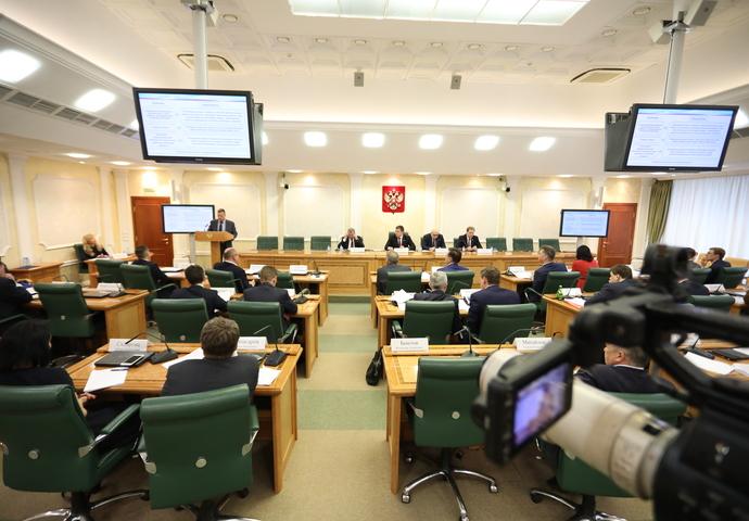 Михаил Евраев представил накруглом столе Совета Федерации предложения покардинальному улучшению Закона оконтрактной системе