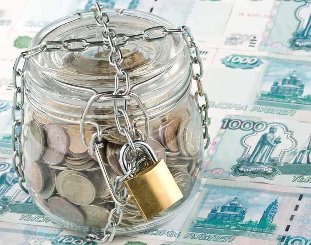 Отток средств сбанковских счетов остановить неудаётся