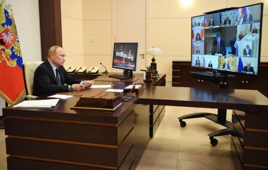 Путин дал поручения по поддержке IT-отрасли