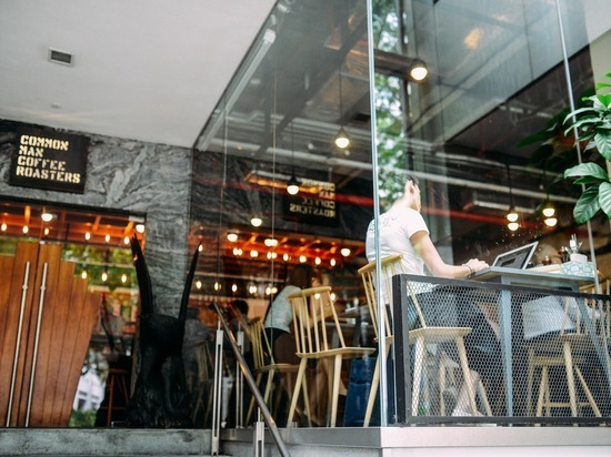 Почти половина предприятий восстановила свою работу в России