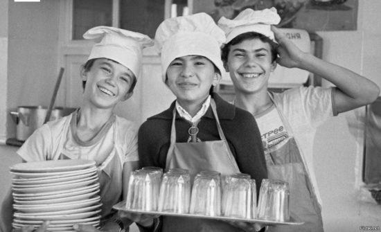 К обеспечению школьников бесплатным горячим питанием готовы только 58 регионов