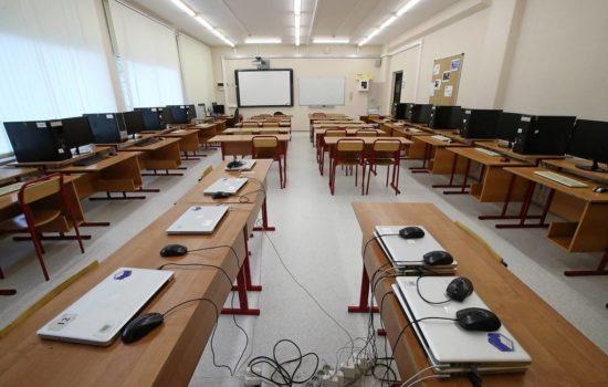 Новые компьютеры получат школы и техникумы Хабаровского края по нацпроекту