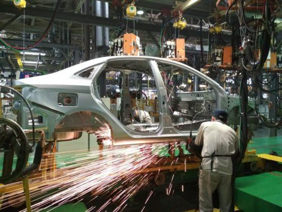АвтоВаз получил крупный госзаказ на поставку 15 тыс машин