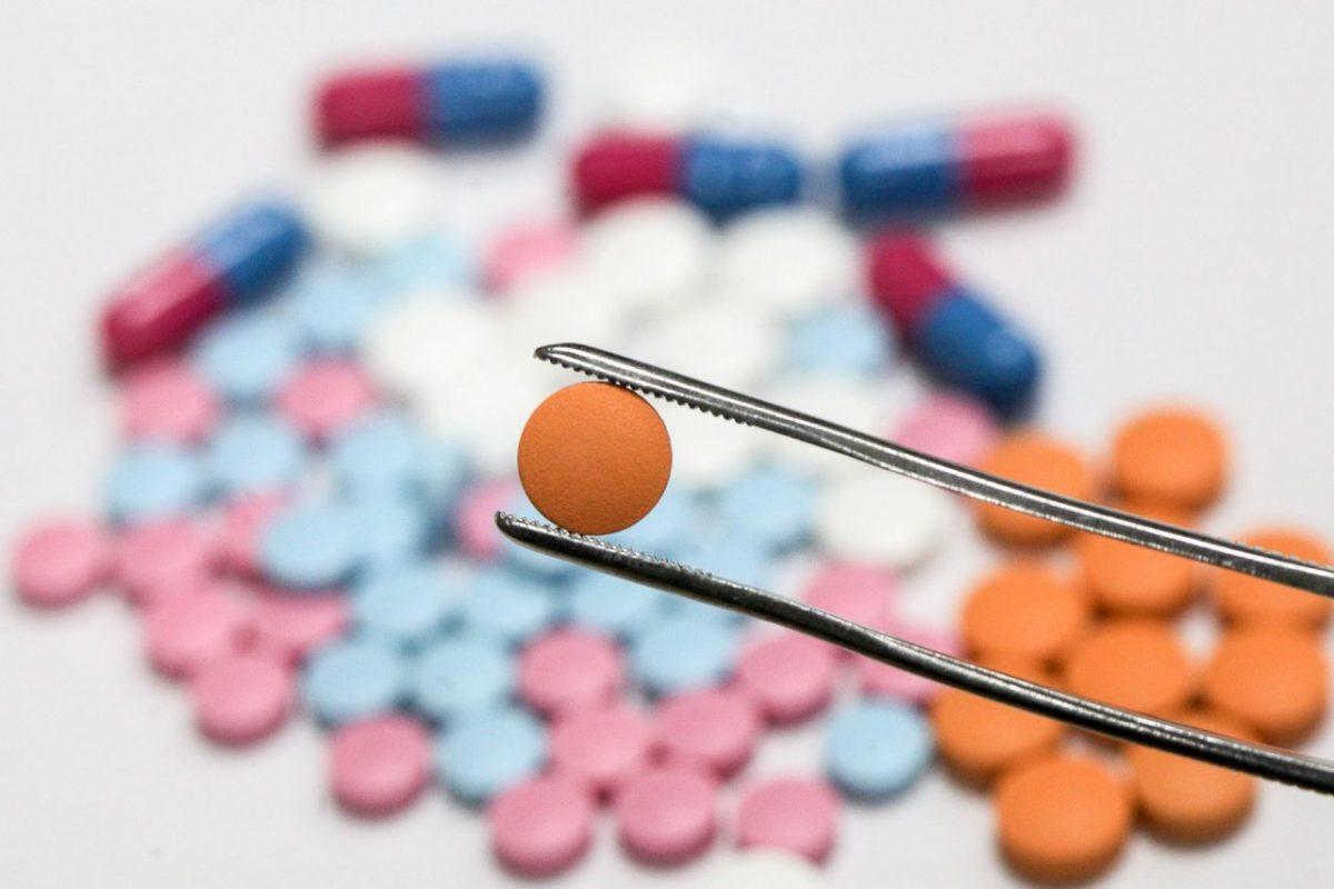 Минздрав отсеивает пациентов. Назакупку дорогих лекарств нехватает федеральных средств
