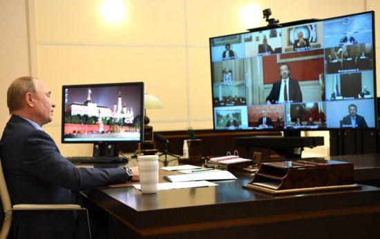 Путин раскритиковал систему закупки книг в библиотеки