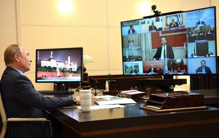 Путин раскритиковал систему закупки книг вбиблиотеки