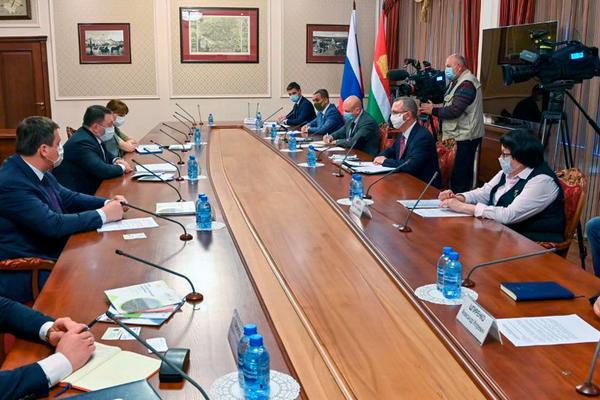Председатель ПСБ Петр Фрадков игубернатор Калужской области Владислав Шапша обсудили крупные инвестиционные проекты региона
