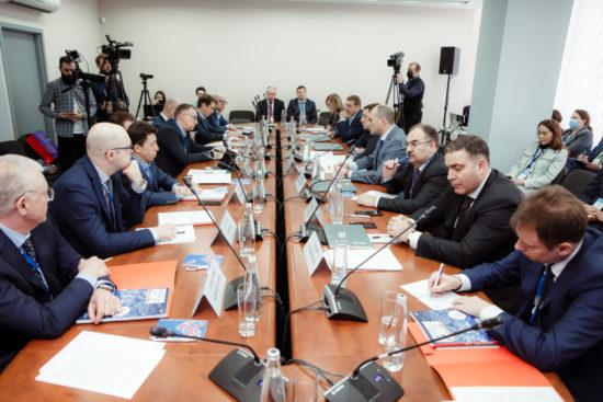 ПСБ обсудил диверсификацию ОПК с частным бизнесом и предприятиями