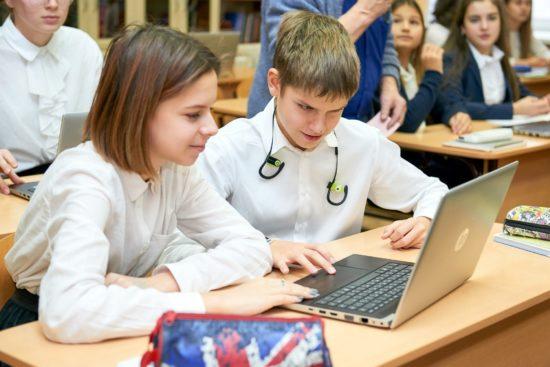 Почему школы не покупают отечественные ноутбуки?